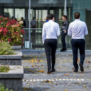 AMSTERDAM - Kantoorpersoneel op de Zuidas in Amsterdam. ANP REMKO DE WAAL