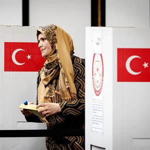 Turken stemmen voor referendum in Nederland