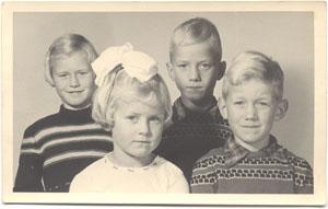 Syp Wynia met broer en zussen
