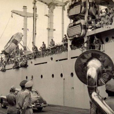 aankomst-nieuwe-lichting-Nederlandse-militairen-in-voormalig-Nederlands-Indië-cc