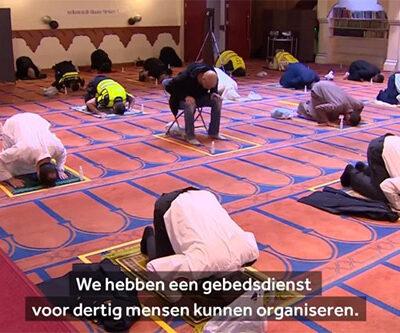 biddende-politieagenten-in-de-moskee
