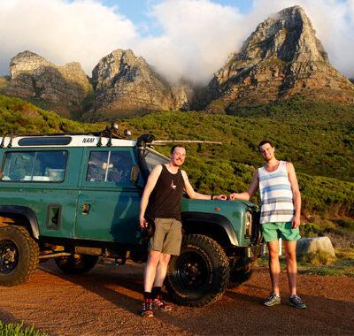 blanken-met-landrovers-in-oost-afrika
