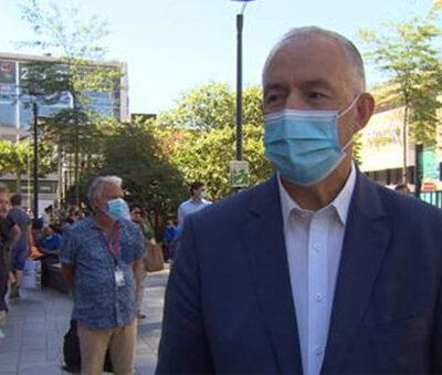 de-rotterdamse-burgemeester-aboutaleb-mondmaskers