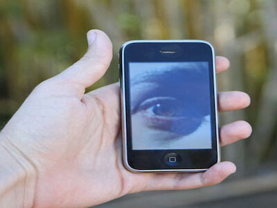 iphone-hand-oog
