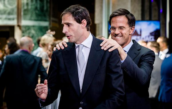 Prinsjesdag: Hoekstra presenteert zijn koffertje