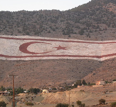 800px-Cyprus_north_-_Turkish_flag_on_mountain