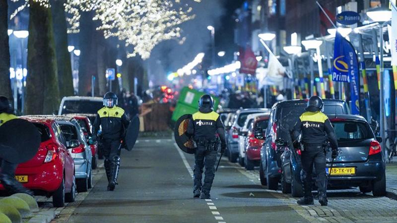 Rellen-op-Rotterdam-Zuid-waarbij-de-politie-en-ME-moesten-optreden-Bron-Media-TV (1)
