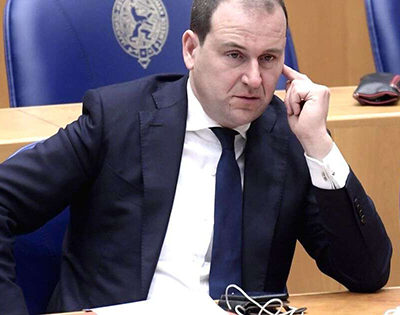 asscher-gets-a-motion-of-mistrust-from-his-own-members