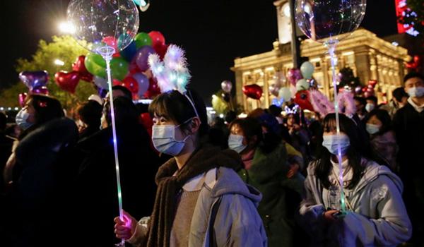 bakas-chinezen-met-ballonnen