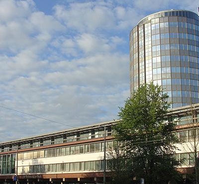 1200px-De_Nederlandsche_Bank_Westeinde_Amsterdam_20130818