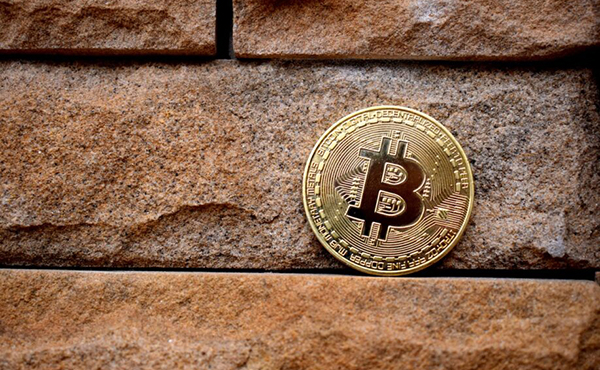 bitcoin-359935-918x612