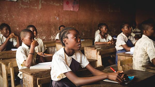 Nigeriaanse kinderen in de schoolbanken