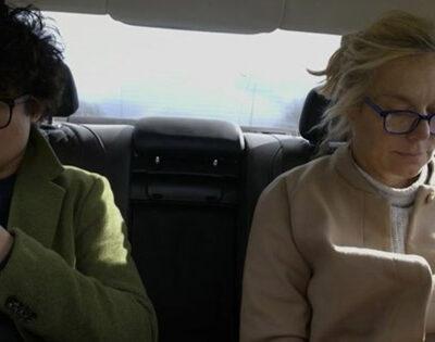 sigrid-kaag-in-de-dienstauto-samen-met-haar-politiek-assistent-wie-zijn-die-mensen