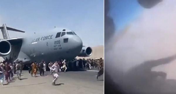 mensen-klampen-zich-vast-aan-een-amerikaans-vliegtuig-op-het-vliegveld-van-kaboel-16-augustus-2021